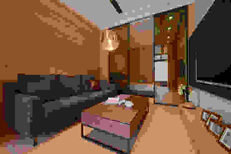 木質系溫暖宅 现代客厅設計點子、靈感 & 圖片 根據 kimico.liu 現代風