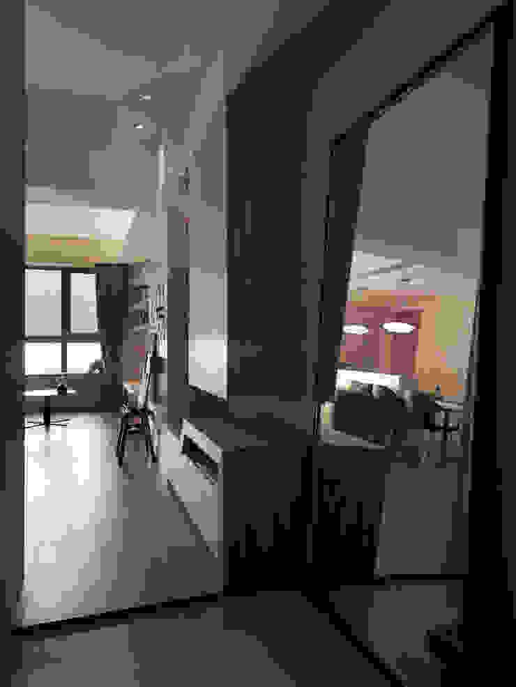 春分 斯堪的納維亞風格的走廊,走廊和樓梯 根據 形繹室內裝修設計有限公司 北歐風
