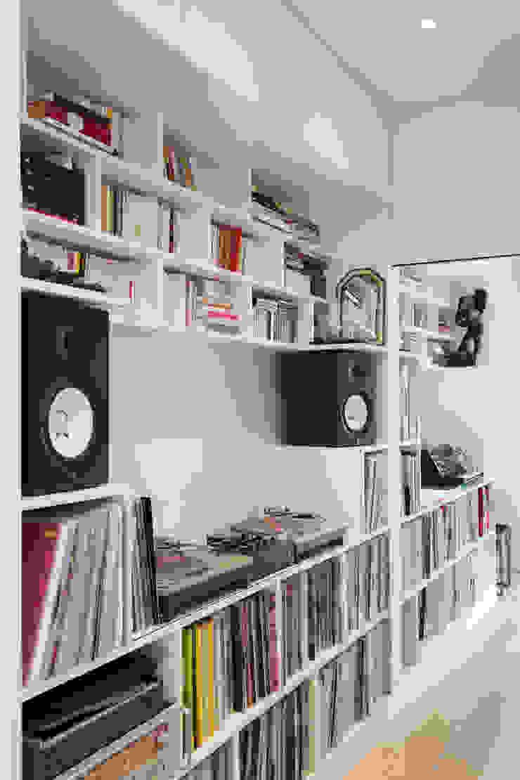 Mon Concept Habitation Pasillos, vestíbulos y escaleras de estilo minimalista