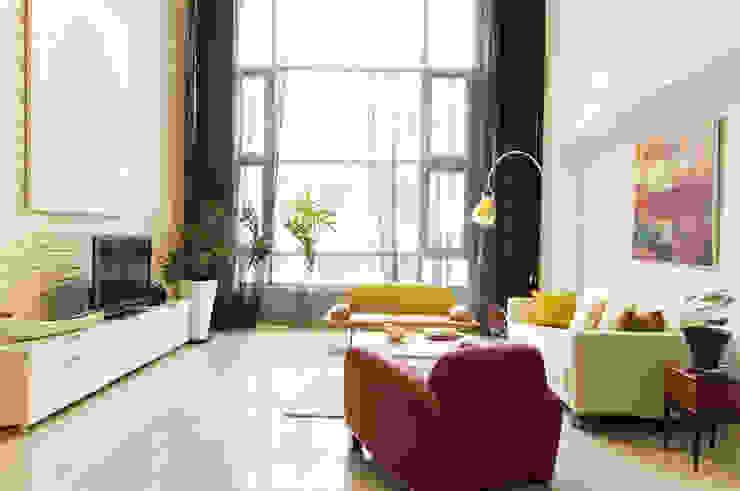 Salas de estilo moderno de 果仁室內裝修設計有限公司 Moderno