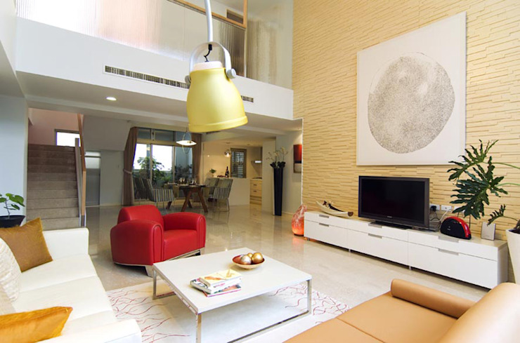 現代樓中樓 现代客厅設計點子、靈感 & 圖片 根據 果仁室內裝修設計有限公司 現代風