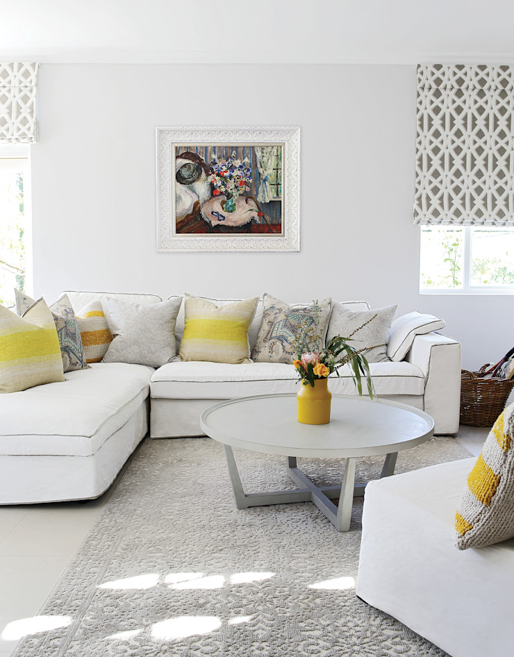 Guest Suite Natalie Bulwer Interiors Eclectic style living room Yellow