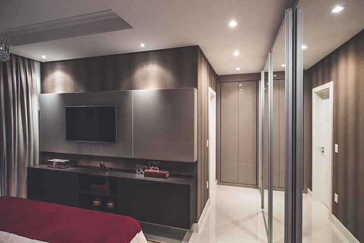 Flávia Kloss Arquitetura de Interiores Classic style bedroom MDF Brown