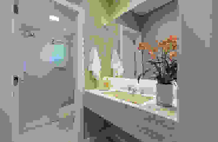 Banheiro: Banheiros  por Flávia Kloss Arquitetura de Interiores,