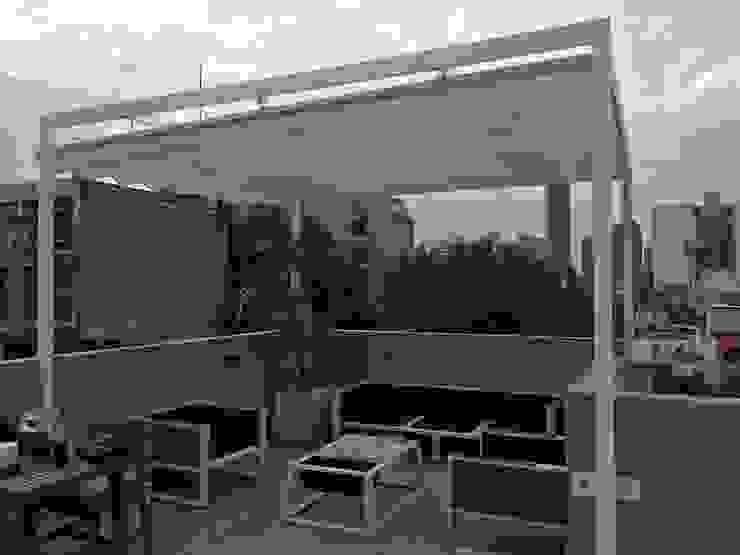 Toldo plegable para pérgola. Colónia Roma. Balcones y terrazas modernos de Materia Viva S.A. de C.V. Moderno