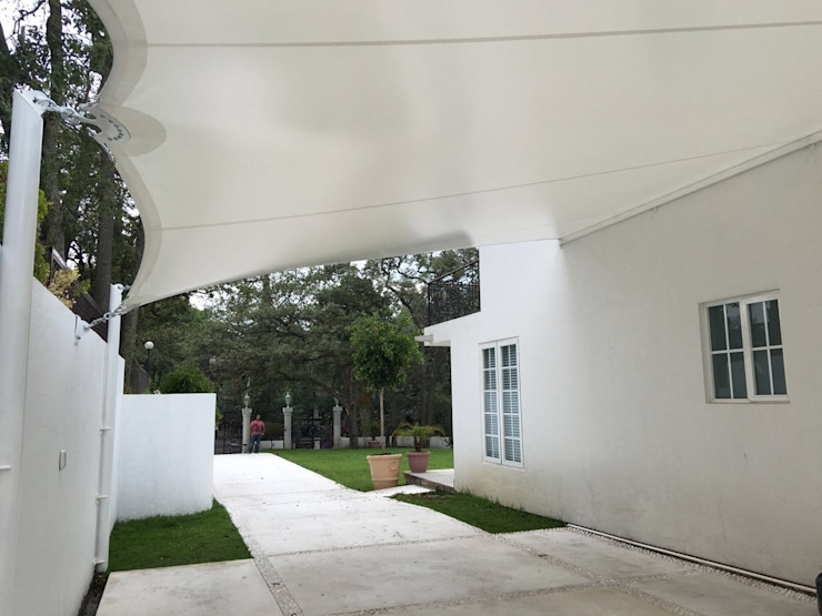 Velaría para cochera, Lomas de Chapultepec.: Terrazas de estilo  por Materia Viva S.A. de C.V.,