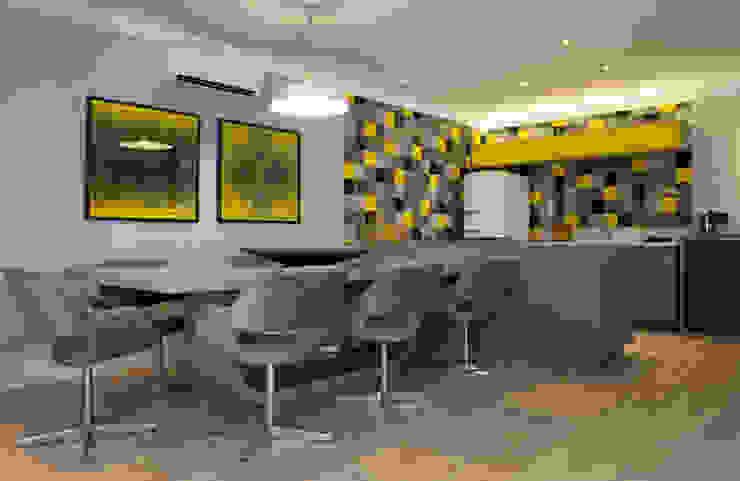 Phòng ăn phong cách hiện đại bởi Karinna Buchalla Interiores Hiện đại Gỗ Wood effect