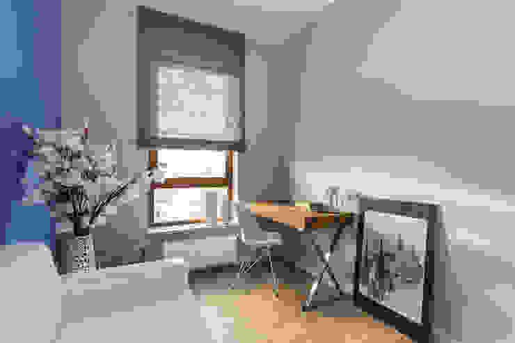Ruang Studi/Kantor Gaya Skandinavia Oleh Gama Design Sp. z o.o. Skandinavia