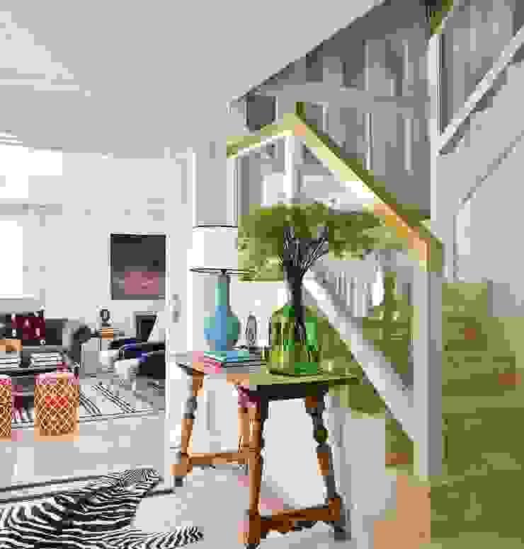 Couloir, entrée, escaliers originaux par BELEN FERRANDIZ INTERIOR DESIGN Éclectique