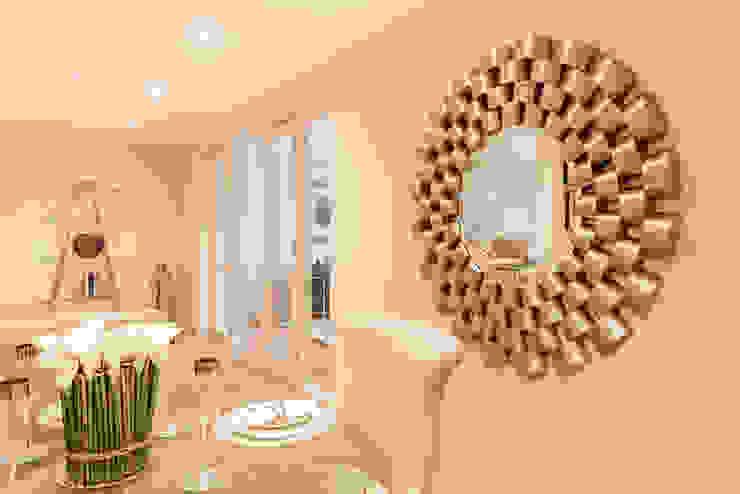 Sandbanks Show apartment:  Dining room by SMB Interior Design Ltd,
