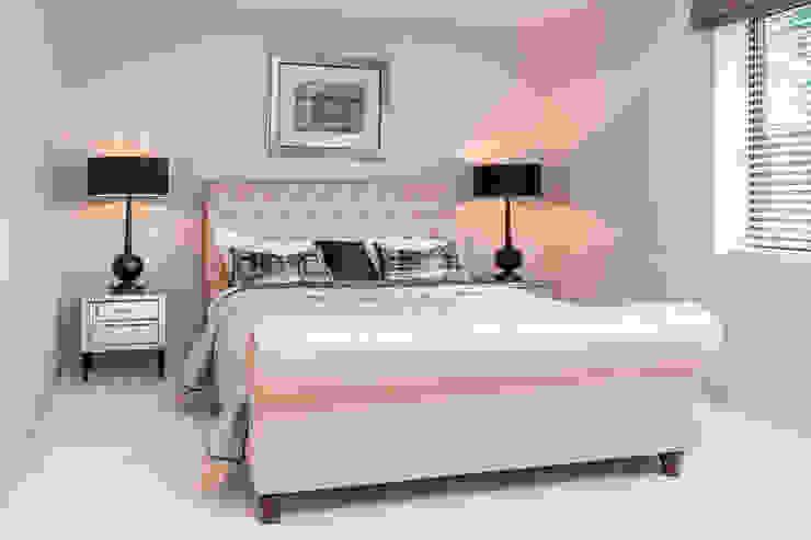 Sandbanks Show apartment:  Bedroom by SMB Interior Design Ltd,