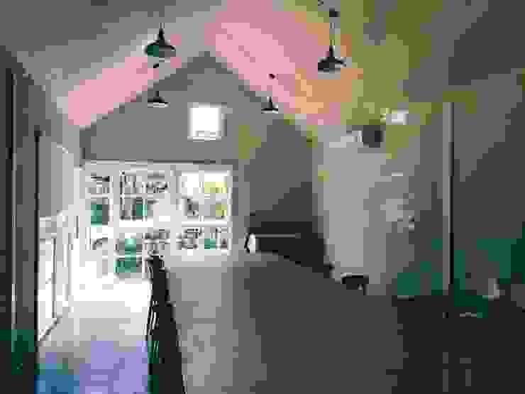 MIRAKI Art school & Workshop โดย ห้างหุ้นส่วนจำกัด พอสซิเบิล ดีไซน์ ชนบทฝรั่ง ไม้ผสมพลาสติก