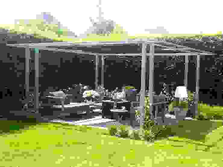 Pergola van verzinkt staal:  Balkon, veranda & terras door Bladgoud-tuinen,