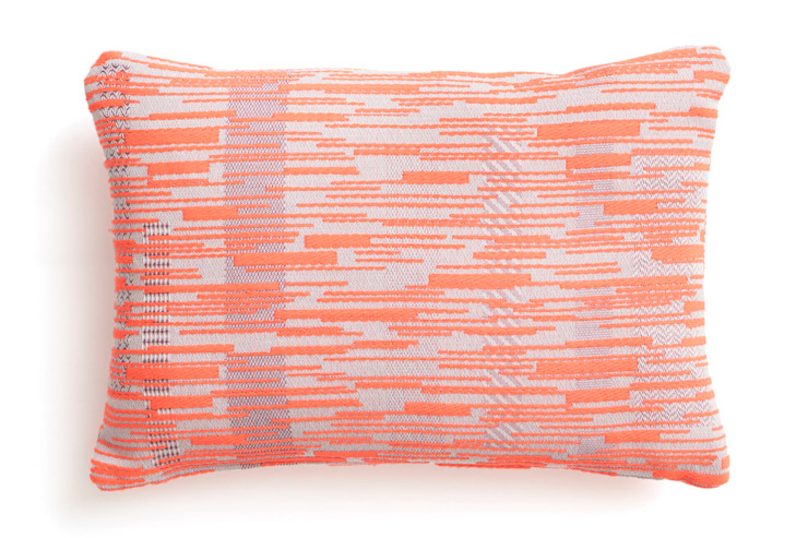 Cushion Malabar N°1 Old Rose Orange : modern  door Roos Soetekouw Design, Modern Textiel Amber / Goud