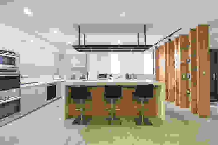Cocinas de estilo minimalista de 果仁室內裝修設計有限公司 Minimalista