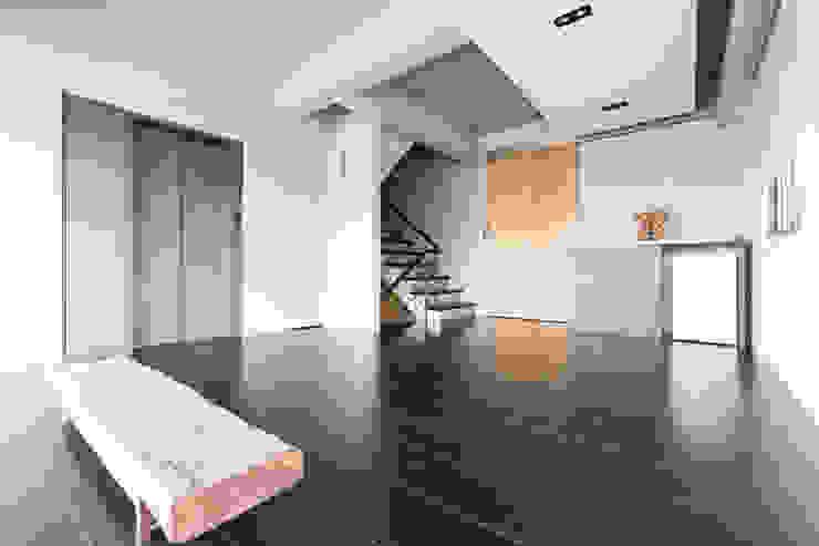 主臥起居室 根據 果仁室內裝修設計有限公司 簡約風