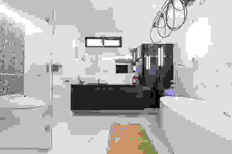 主臥浴室 根據 果仁室內裝修設計有限公司 簡約風