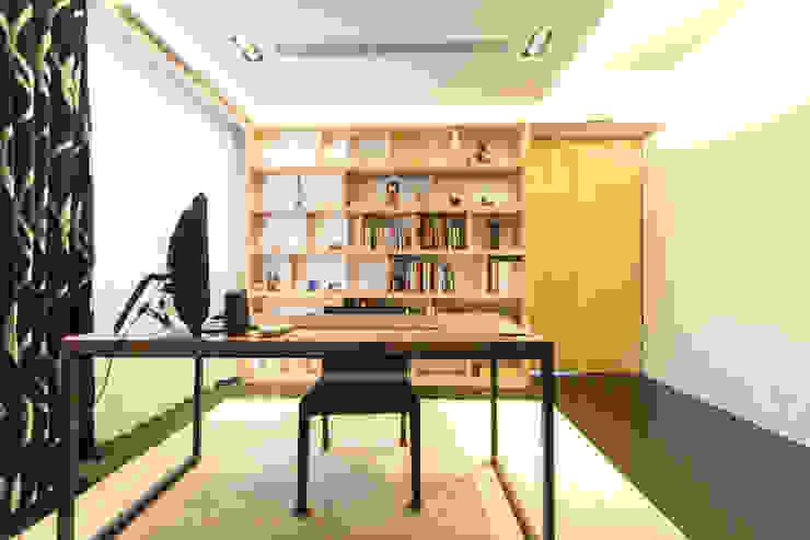 主臥室書房 根據 果仁室內裝修設計有限公司 簡約風