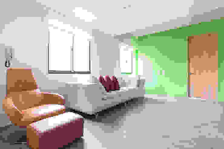 起居室 根據 果仁室內裝修設計有限公司 簡約風