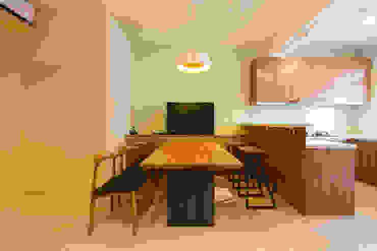 Dining room by 果仁室內裝修設計有限公司, Minimalist