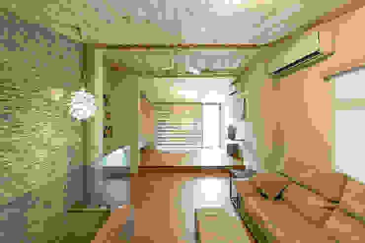 Salones de estilo  de 果仁室內裝修設計有限公司