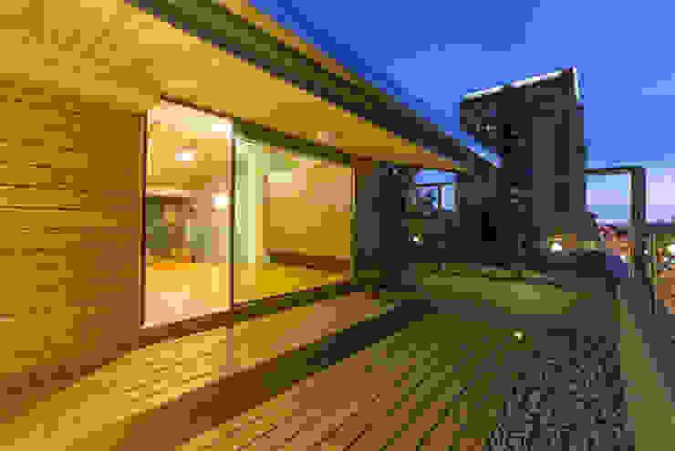 Terrace by 果仁室內裝修設計有限公司, Minimalist