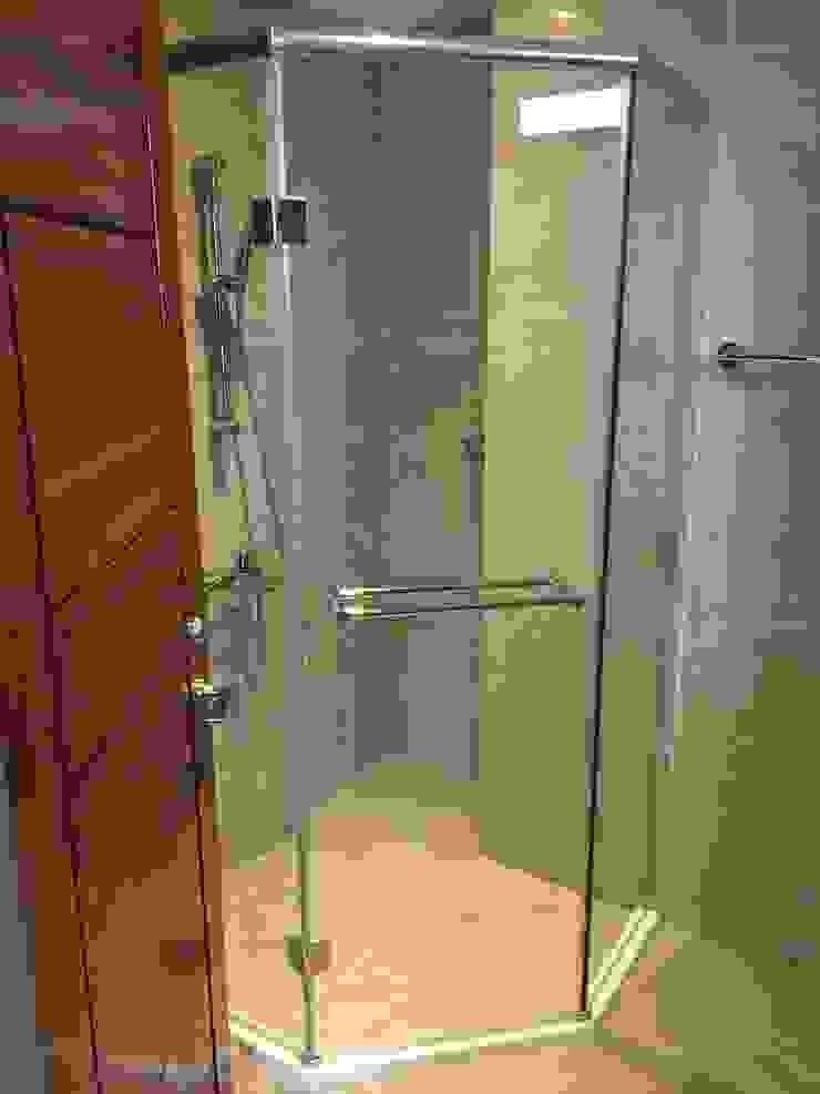 沉穩大器 將預算徹底發揮 70坪精品豪宅 現代浴室設計點子、靈感&圖片 根據 捷士空間設計(省錢裝潢) 現代風