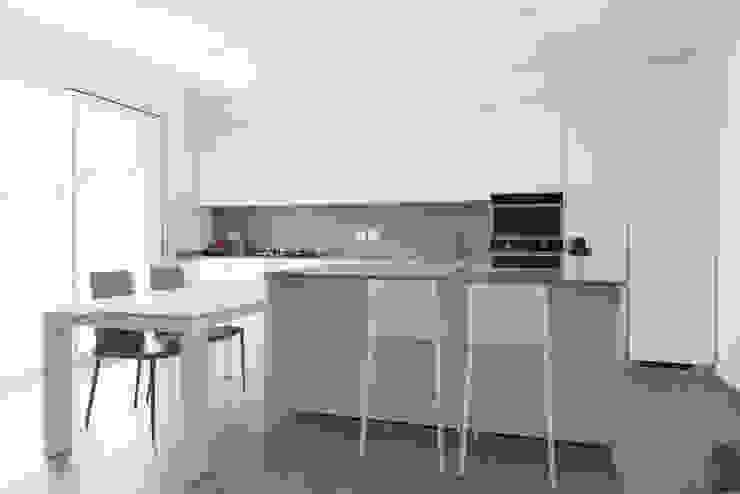 Cocinas de estilo minimalista de Andrea Picinelli Minimalista