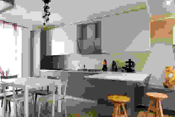 K8 Cucina moderna di Andrea Picinelli Moderno