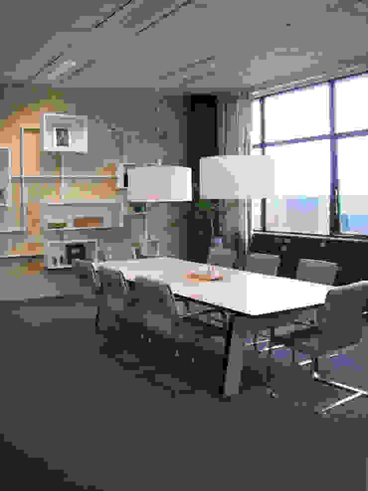 Kantoor Park Strijp beheer Moderne kantoor- & winkelruimten van INinterieurs Modern