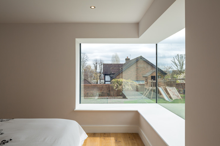 Arthur Road:  Bedroom by Frost Architects Ltd,