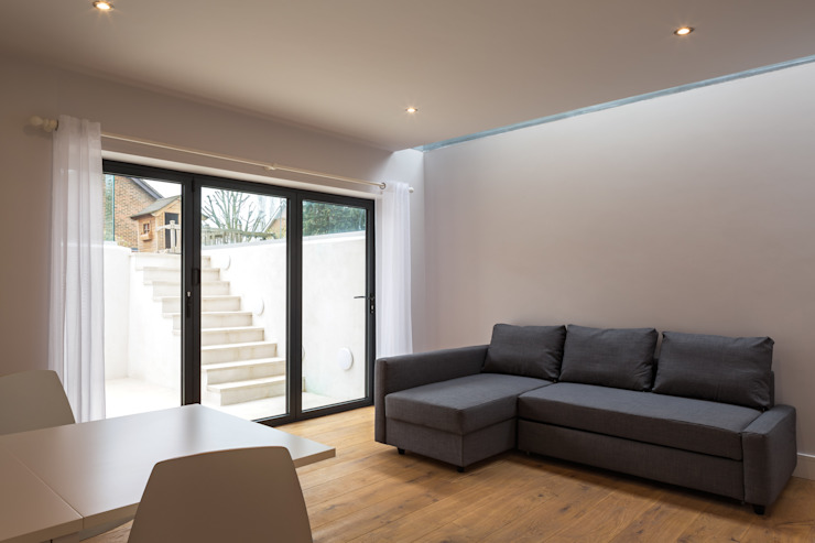 Arthur Road:  Living room by Frost Architects Ltd,