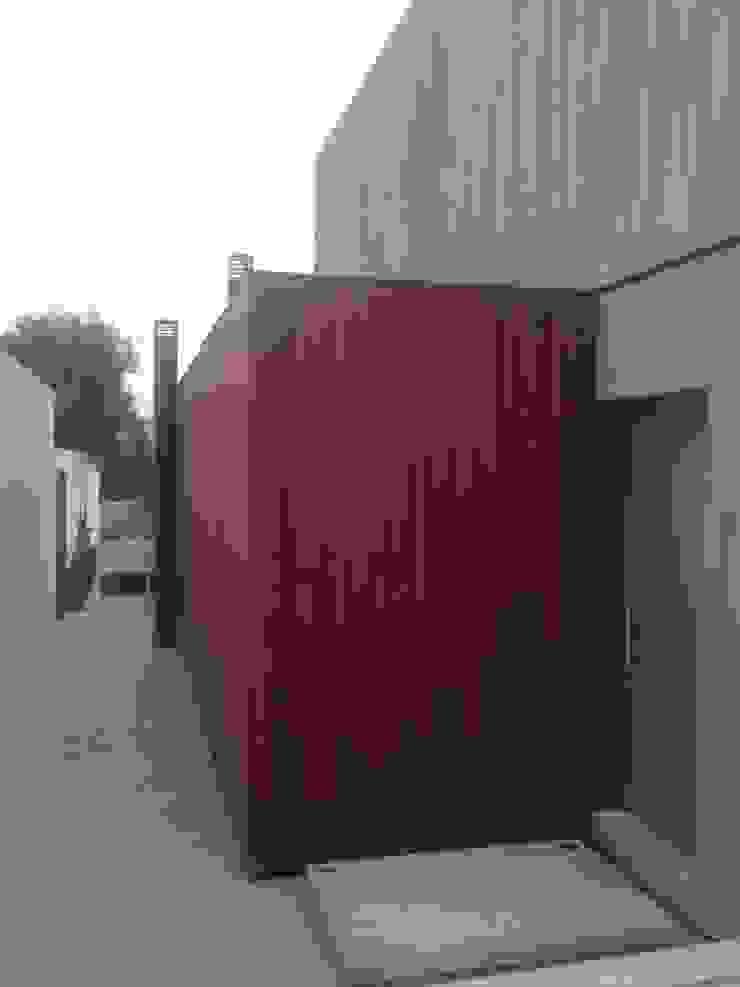 CASA CLAVEL Casas de estilo minimalista de surarquitectura Minimalista