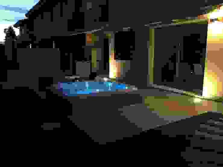 Arredare un giardino con una Jacuzzi Aquazzura Piscine Giardino moderno