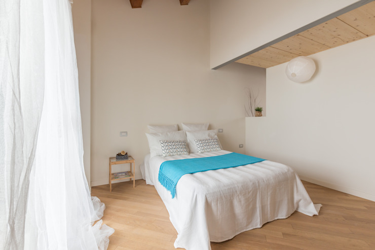 Phòng ngủ phong cách tối giản bởi Anna Leone Architetto Home Stager Tối giản