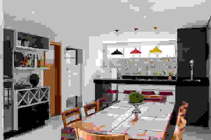 Área gourmet Novità - Reformas e Soluções em Ambientes Cozinhas rústicas