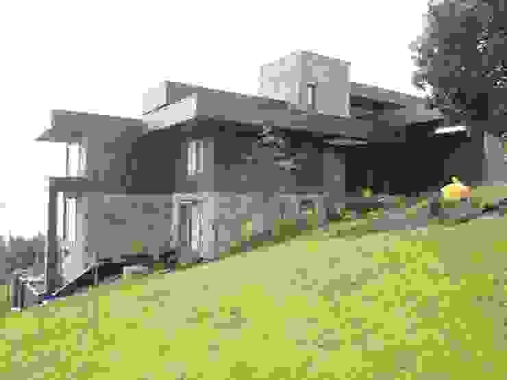 Houses by David y Letelier Estudio de Arquitectura Ltda.