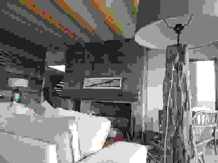 casa Bambach - Vial Livings de estilo moderno de David y Letelier Estudio de Arquitectura Ltda. Moderno
