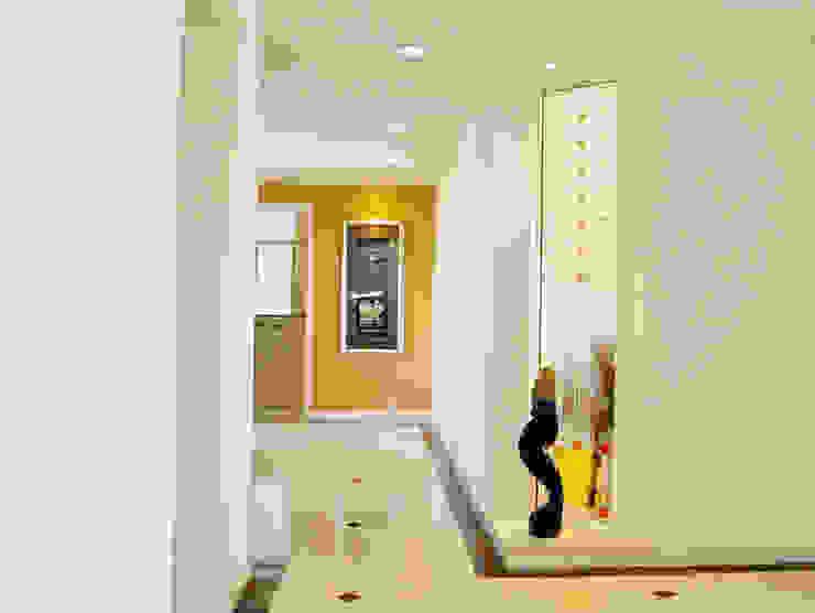 藝術玄關 經典風格的走廊,走廊和樓梯 根據 果仁室內裝修設計有限公司 古典風