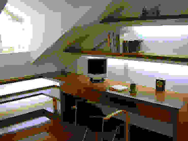 閣樓書房 根據 果仁室內裝修設計有限公司 古典風