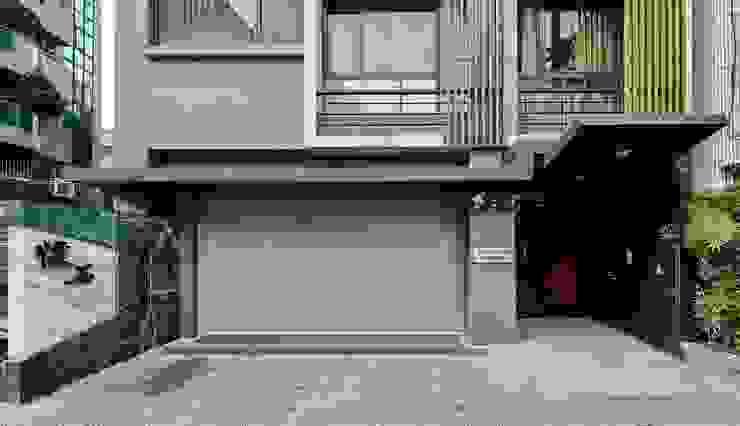 入口外觀 現代房屋設計點子、靈感 & 圖片 根據 CCL Architects & Planners林祺錦建築師事務所 現代風