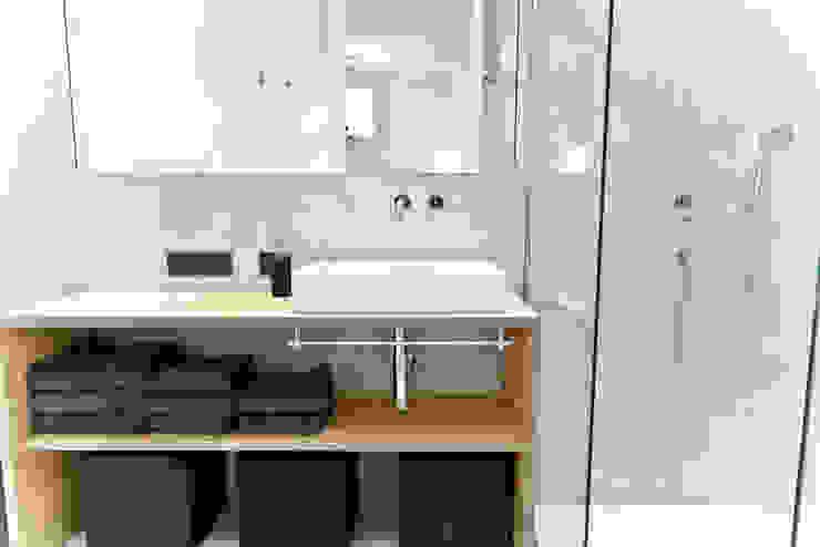 حمام تنفيذ freudenspiel - Interior Design, حداثي
