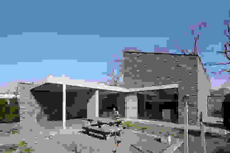 Minimalistyczny ogród od Joris Verhoeven Architectuur Minimalistyczny