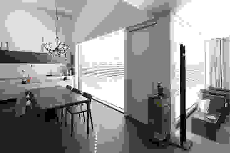 Minimalistyczna kuchnia od Joris Verhoeven Architectuur Minimalistyczny