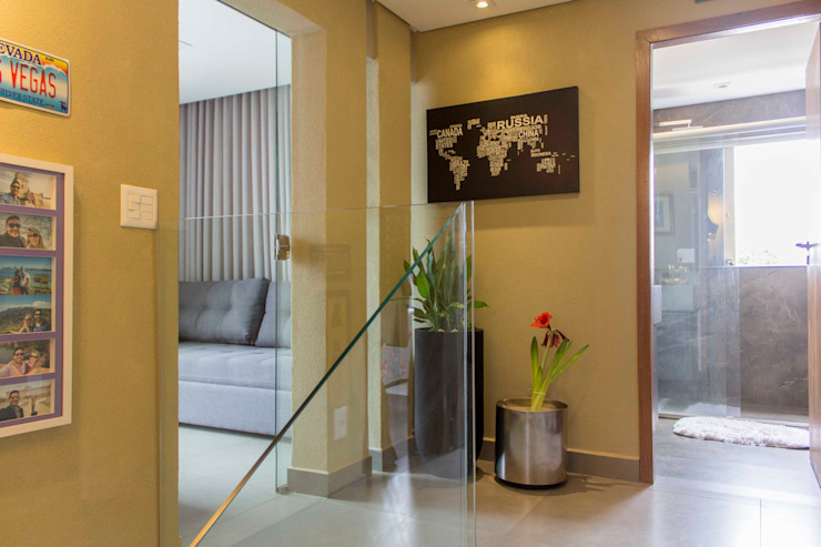 homify Corredores, halls e escadas modernos Vidro Bege