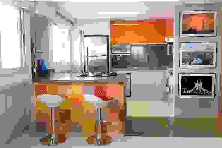 homify Modern kitchen Marble Orange