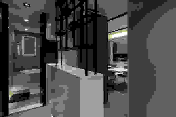 浦東外滩九里-黃金單身漢豪宅 現代風玄關、走廊與階梯 根據 舍子美學設計有限公司 現代風