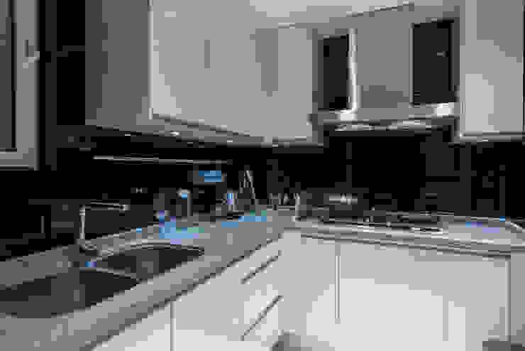 浦東外滩九里-黃金單身漢豪宅 現代廚房設計點子、靈感&圖片 根據 舍子美學設計有限公司 現代風