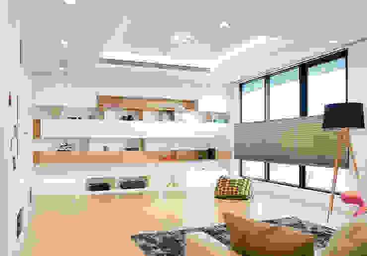 Lin's Residence 林宅 现代客厅設計點子、靈感 & 圖片 根據 構築設計 現代風