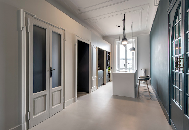Classic style corridor, hallway and stairs by Tommaso Giunchi Architect Classic